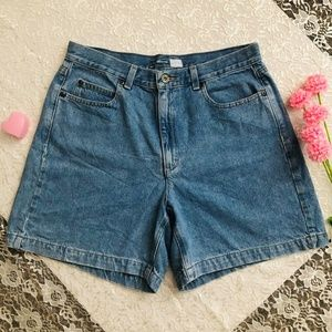 HIGH WAISTED VTG MEDIUM WASH SHORTS 90s